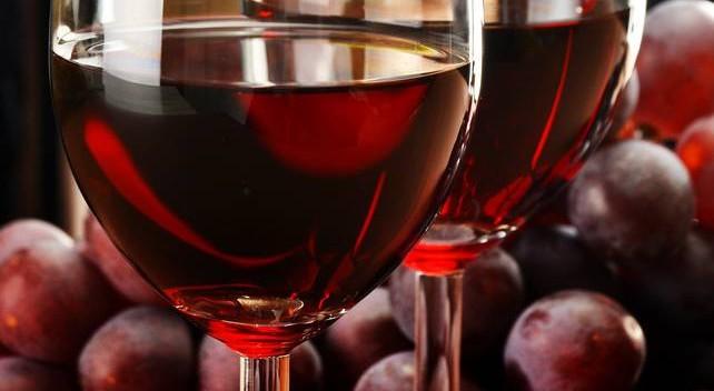 Waarom een glas rode wijn goed is voor je darmen