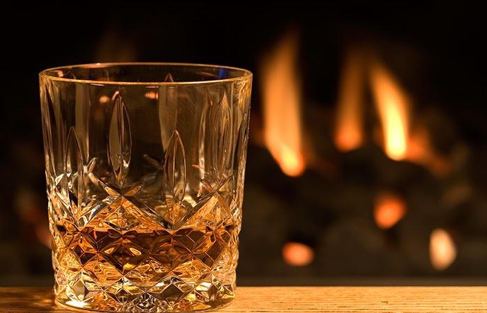 Daarom drink je meer alcohol tijdens de winter